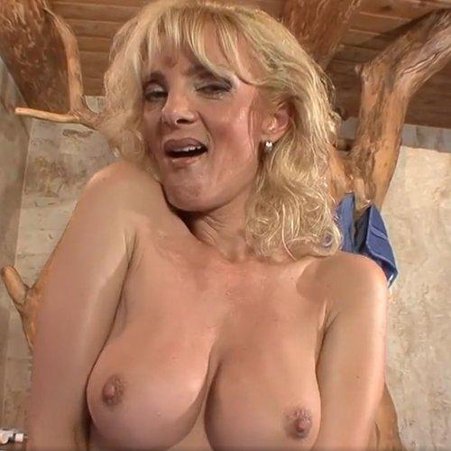 Pornstar Jennifer Toth