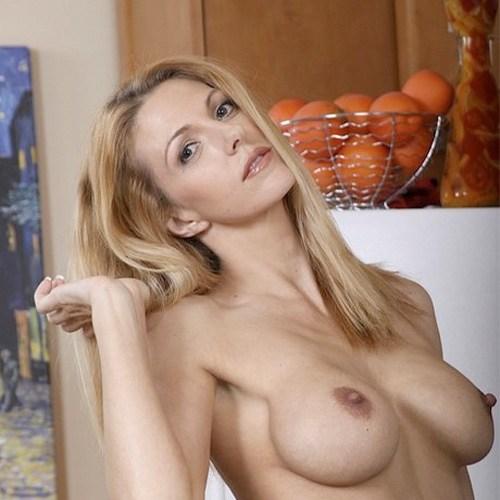 Pornstar Roxanne Hall