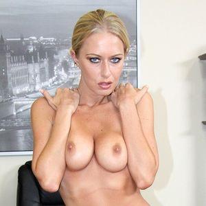 Pornstar Riley Evans