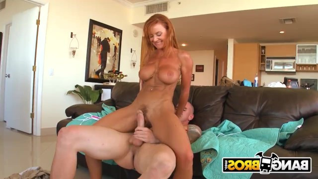 A man brought home a mature nudist and fucked her in pussy