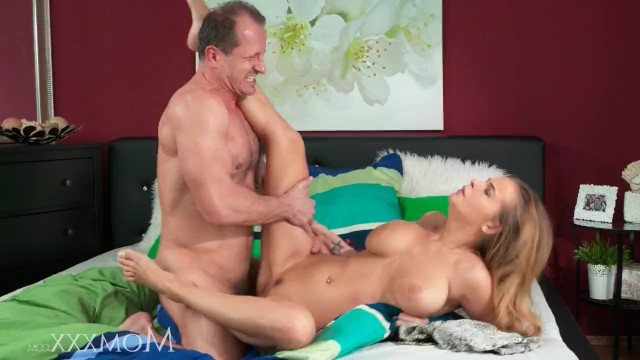 A man doesnt waste time so he fucks a cougar lady and cums in her pussy