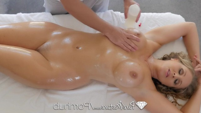 After having a bath and erotic breast massage, Julia Ann pleased the guy with excellent bonking