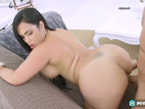 Big booty latina milf Destiny Dane seduced the gardener and enticed into her house
