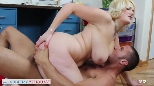 Busty blonde milf wanted to get cum on the face and had sex with a colleague