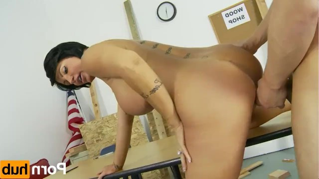 Busty milf distracted the guy from work and he fucked her in the pussy