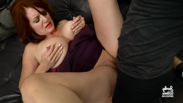 Busty redhead milf proved the guy that her pussy is in order