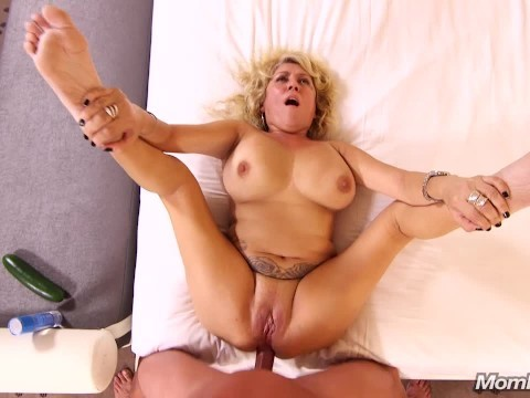Casting revealed that a natural blonde milf still remembers how to fuck in ass