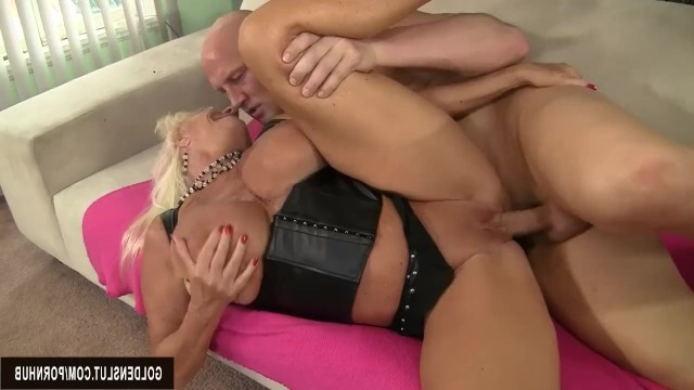 Chubby blonde granny Mandi Mcgraw's mouth watered and she gave herself to bald friend