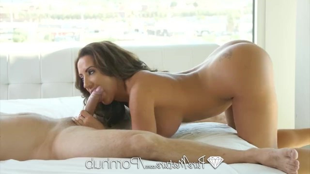 Coach decided to help mature busty Richelle Ryan with stretching by fucking