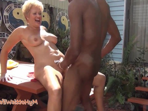 Ebony caught a mature blonde granny cleaning and fucked her in the courtyard
