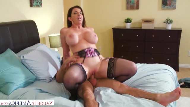 English milf washed her pussy and went to her lover for dirty fuck