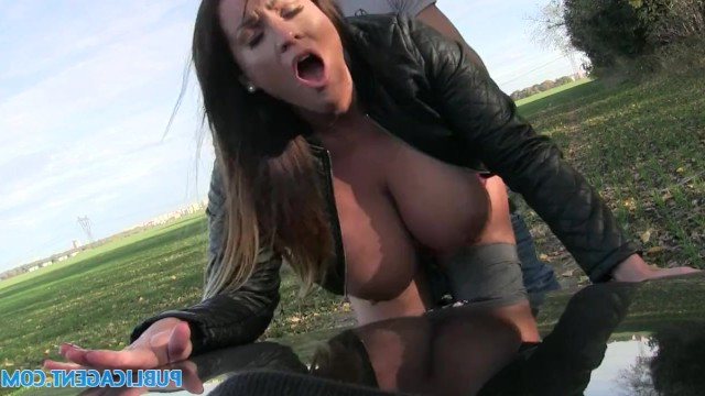 For nine euros slim mature milf fucked with pikaper on the street