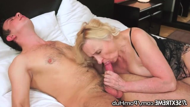 Guy decided to help horny granny milf and extinguished the fire of her passion by wild fuck