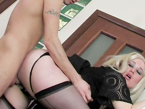 Guy did a horny russian mature maid a break, fucked her in the pussy