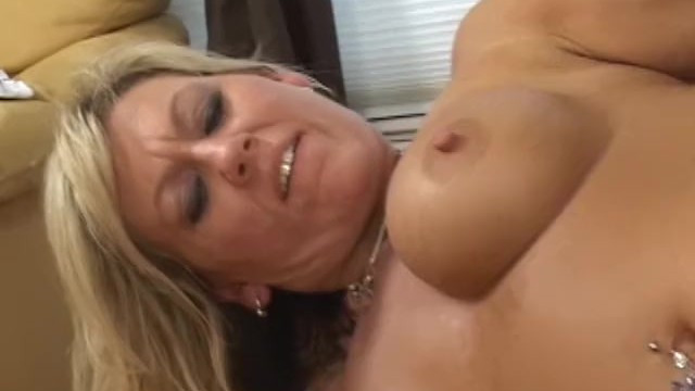 Guy established a good relationships with her beautiful blonde mom, fucked her sweet pussy