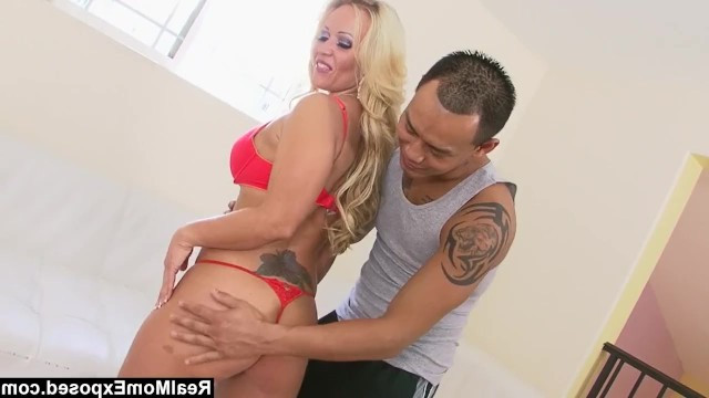 Hot milf Austin Taylor shook her ass in front of the guy and seduced him for sex