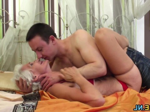 Hungry grandson fucks in pussy old hairy granny