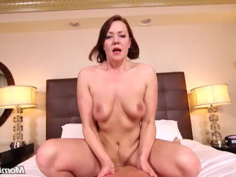 In spite of her mature age, the milf still had some tricks to surprise producer at sex casting
