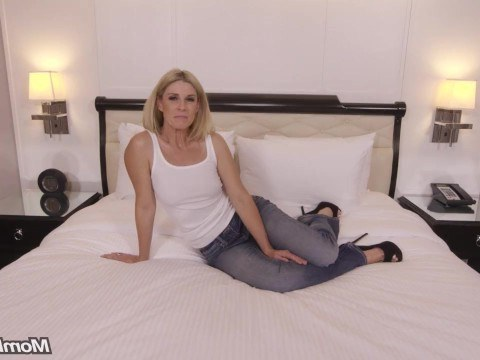 Luxurious milf tries to become famous on the hard anal casting