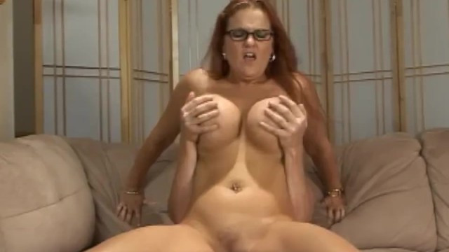 Man cheered thick redhead milf Kitty Lynxxx by cunnilingus before sex