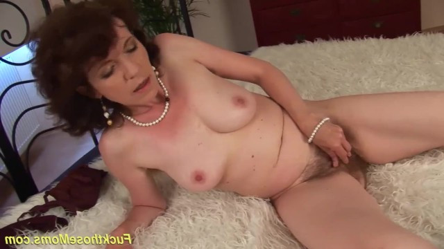 Man did not refuse to pleasure a mature lady and stuck a cock in her old hairy pussy