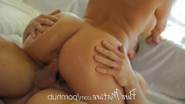 Man gave mature housewife hardcore fuck to completely satisfy her dirty needs