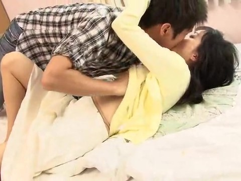 Mature asian milf teaches sex a young guy and sucks his dick
