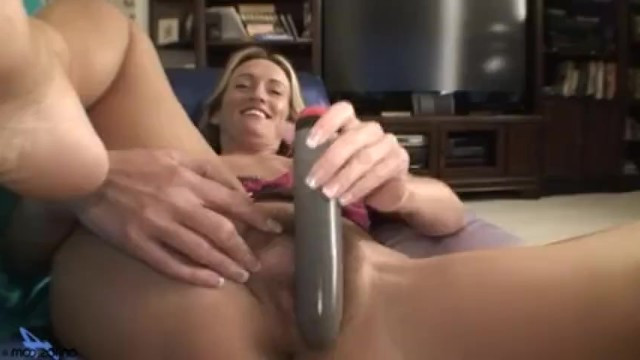 Mature babe masturbates solo to get intimate pleasure