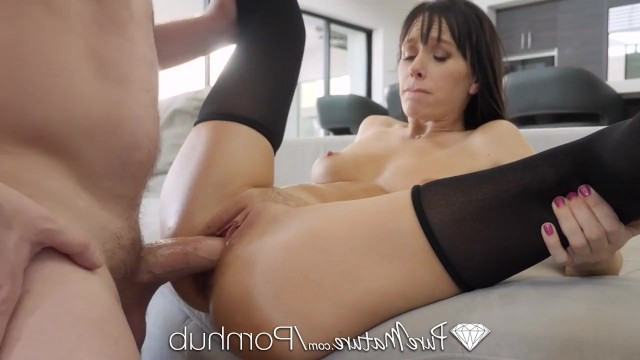 Mature beauty in stockings aroused husband with blowjob and demanded hot sex
