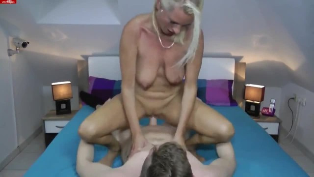 Mature beauty visited the casting to have sex with a young guy