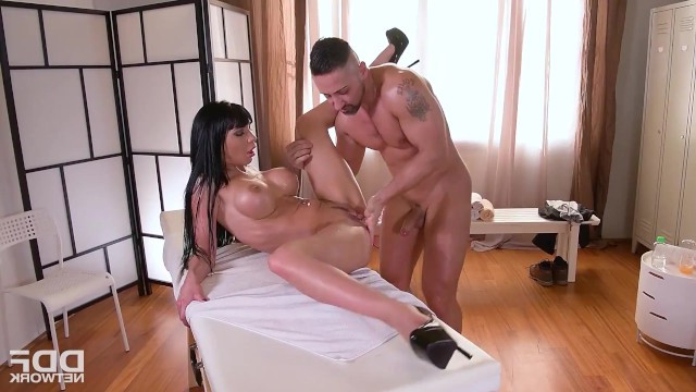 Mature bigtit masseuse Valentina Ricci had wild sex with young guitarist
