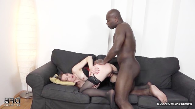 Mature bitch came to casting to became famous with her white pussy