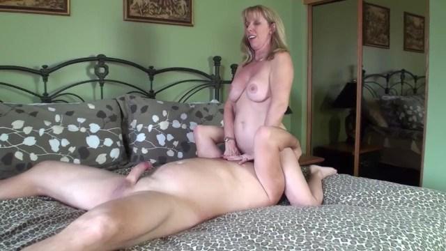 Mature blonde Carol Cox enjoys herself having sex in front of mirror