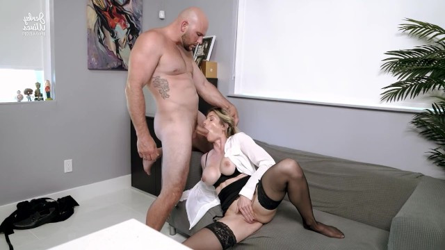 Mature blonde gave a blowjob to the boss in the office got anal fuck