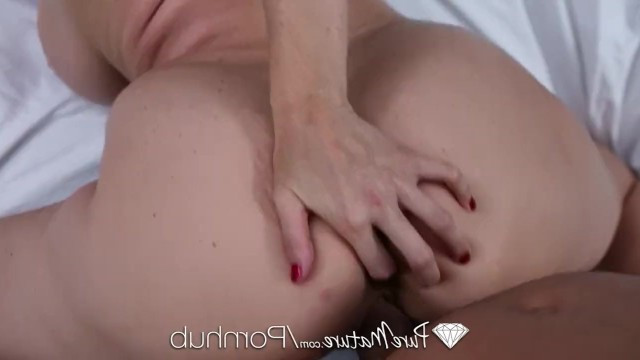 Mature blonde Julia Ann skillfully combines romance and very hardcore sex