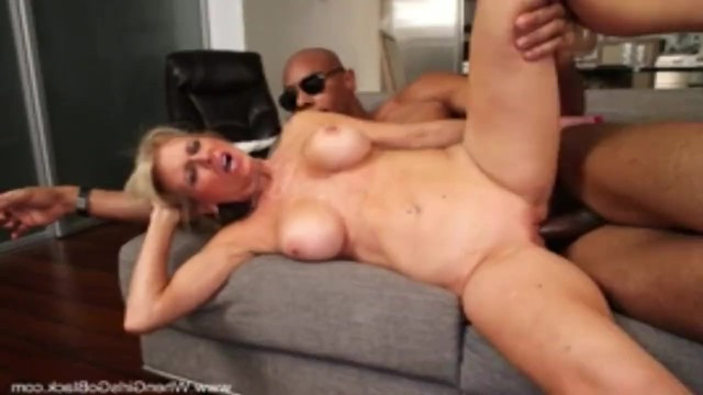 Mature cougar shook her saggy tits and got sex with a black man