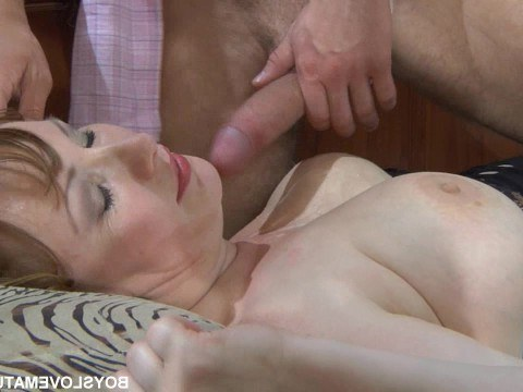 Mature fat milf got hot caresses and a bottle of expensive wine in anal
