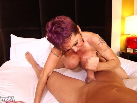 Mature granny decided to remember her younger years and fucked with a young lover