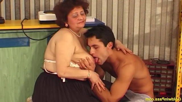 Mature granny invited her grandson to please herself with sex