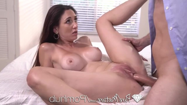 Mature lady always starts the morning with a nice masturbation and hard fucking