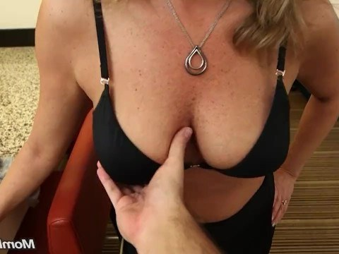 Mature lady divorced her husband and immediately came to the casting to fuck in anal