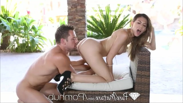 Mature lady Heather Vahn easily turned the sleeping guy on with a blowjob and got fucked