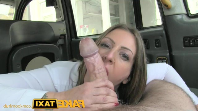 Mature lady shamelessly fucked in anal with a taxi driver