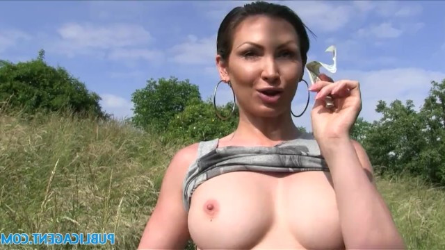Mature lady Yasmin Scott gave a blowjob to a stranger for money