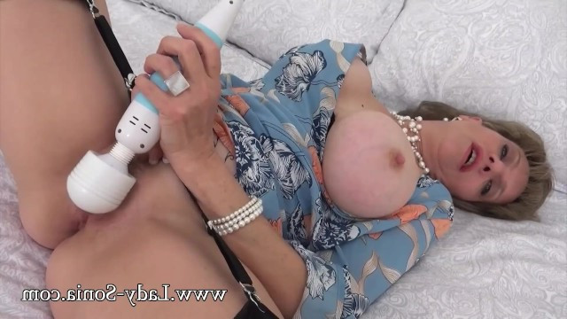 Mature madame used a vibrator for the first time and masturbated wonderfully
