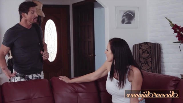 Perfect mature milf arranged a farewell sex with a man before his business trip