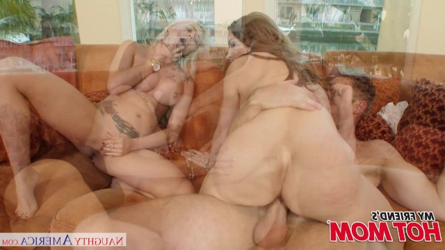 Mature mom arranged a gangbang with her daughter and her boyfriend
