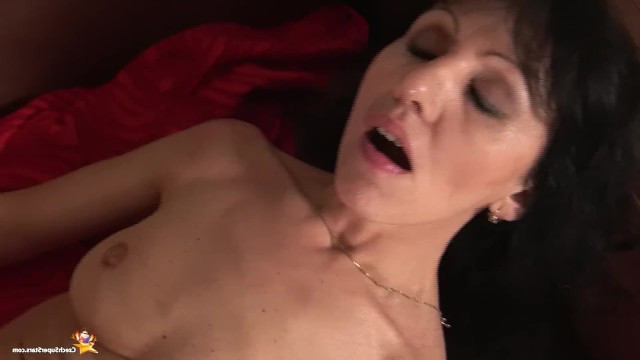 Mature mom deliberately seduces her stepson and has sex with him