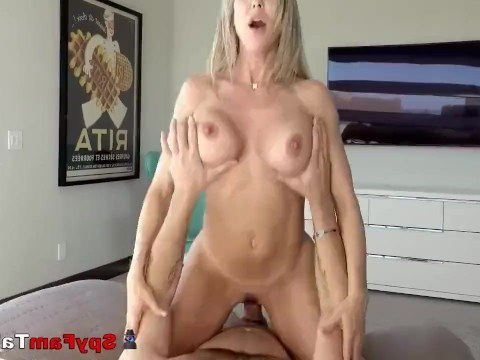 Mature mom did not allow her stepson to jerk off and calmed the guy with sex