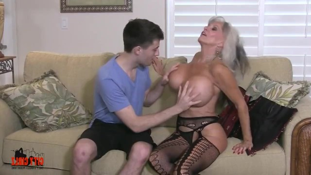 Mature mom has become a sex prize for the guy